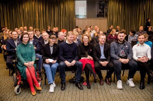"""""""Profesionaliu gėjumi"""" prisistatantis politikas: Seimo vyrai žmogaus teises saugiai pasodino ant atsarginių suolelio"""