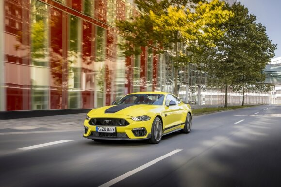 """Modernumą su klasika derinantis """"Ford Mustang"""" – perkamiausias sportinis automobilis"""