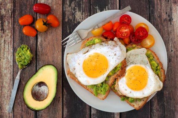 Valgykite lašinius, nebėgiokite ir niekada nevalgykite vaisių: sveikatos guru pristato 10 būdų, kaip galite sulieknėti ir būti sveiki