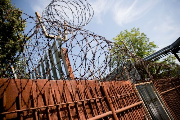Po kalinio pabėgimo iš Pravieniškių – skandalingi liudijimai: perlipo 3 tvoras, nesustabdė net 13 šūvių