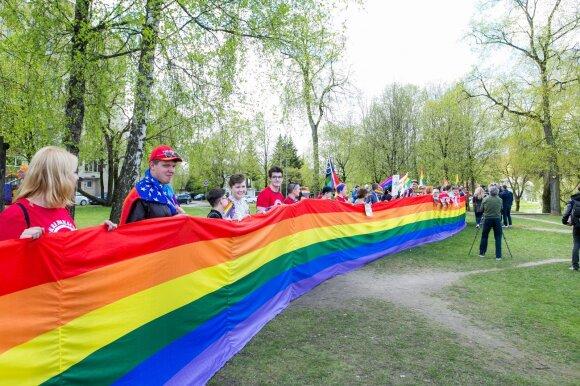 Пикет Лиги геев у посольства РФ в Литве: в России идет геноцид граждан