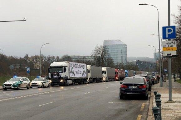 Vairuotojų atstovė: verslininkai siūlo po 100 eurų už vilkiko vairavimą proteste