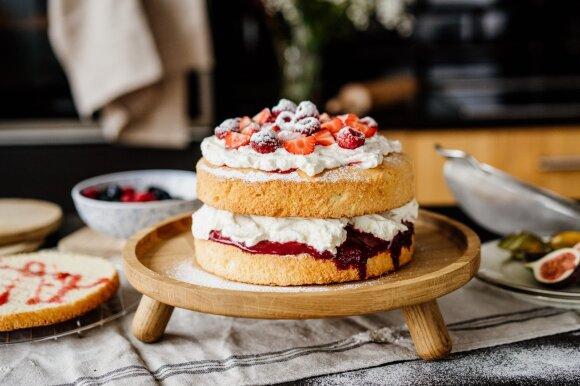 Didžiosios Britanijos klasika – karalienės Viktorijos biskvitinis pyragas