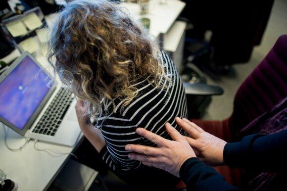 Lietuvoje siūlo įvesti apsaugos nuo smurto orderį: galiotų ir įtariant seksualinį priekabiavimą darbe