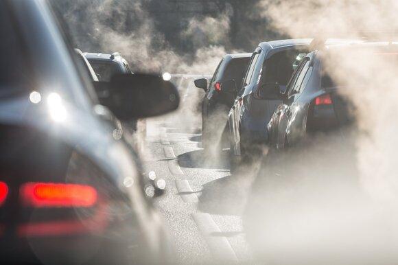 Ekspertas rėžė apie siūlomą automobilių mokestį: skirtas senienų įšaldymui, ne taršai mažinti