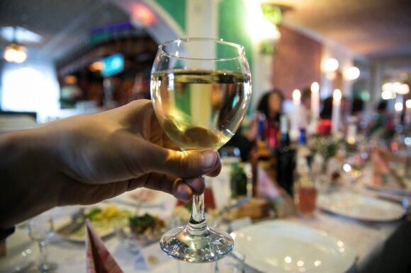 Ar jau laikas atleisti alkoholio draudimų varžtus: Veryga kategoriškas – yra riba, kurios negalima peržengti