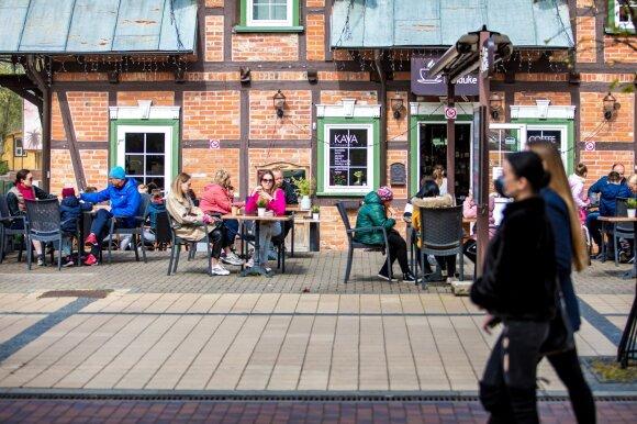 Vasarą darbo paieškos užtruks: Lietuvoje įstrigę emigrantai dairosi darbo už keturgubai daugiau nei vietiniai