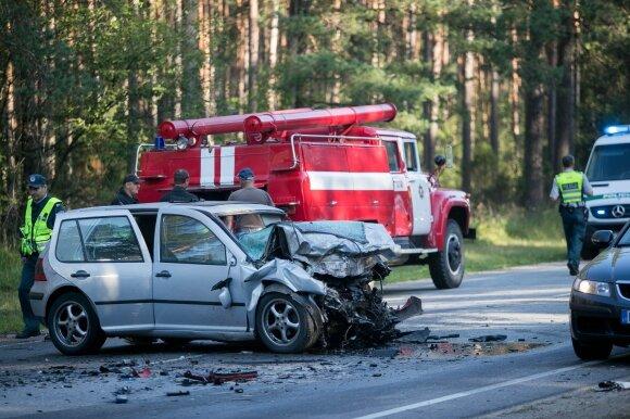 Tragiška avarija Trakų rajone: susidūrė 3 automobiliai, žuvo žmogus