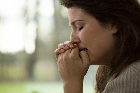 Sutrikimas, kurio ignoruoti negalima: išduoda rankų drebėjimas, baimė ir stipriau plakanti širdis
