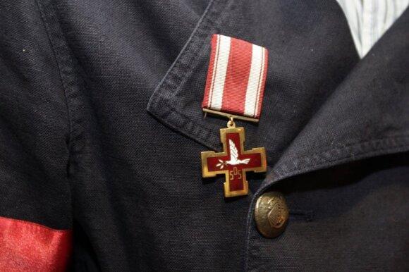 Besipuošdamas renginiui Žilvinas Grigaitis įsisegė svetimą apdovanojimą: paaiškėjo, kad už tai gresia bauda