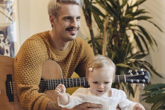 Atviras dainininko Justino Jaručio interviu apie tėvystę