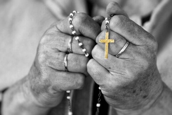 Religijos psichologė: religingas žmogus savaime nėra geresnis už netikintį