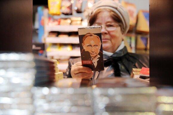 """Putino planas dalijant nemokamas elektronines vizas: daugiau pajamų ir """"švelnios galios"""" demonstravimas"""