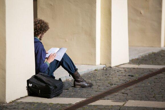 Suskaičiavo, ką reiškia būti studentu Lietuvoje: net jei dirbi, turi prašyti tėvų paramos