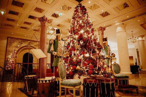 Kalėdoms papuoštas viešbutis