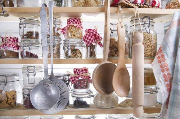 Kaip susitvarkyti virtuvės spintą, kad viską rastumėte