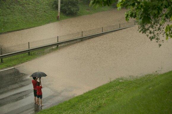 Potvynis Narbuto gatvėje