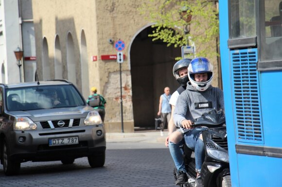 Prabilo apie pagarbą kelyje: kam sudėtingiau – motociklų ar automobilių vairuotojams