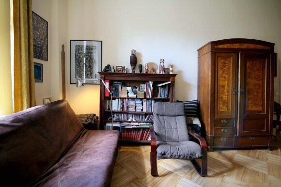 Meistrų restauruoti seniems baldams Arūnė neieško – viską moka pati