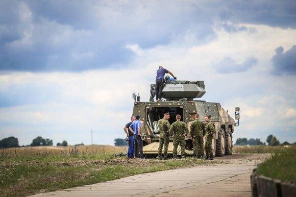 """Lietuvai skirtos pėstininkų kovos mašinos """"Boxer"""" prototipas su bokšteliu Samson Mk. II"""