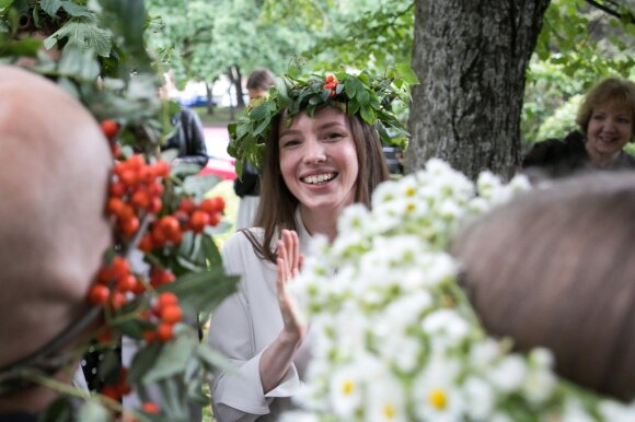 """Žolinės išvakarėse su mylimąja susituokė fotografas Imantas Selenis: liudininkais tapo """"The Roop"""" vokalistas su drauge"""