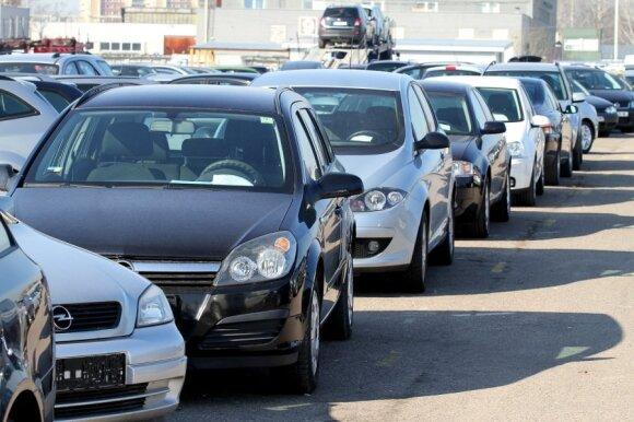 Kurį naudotą automobilį geriausia pirkti, kad pavažinėjus pavyktų brangiai parduoti
