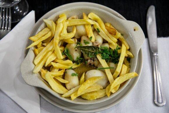Kalmarai su skrudintomis bulvytėmis