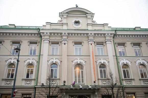 Neobarokinį dekorą sudarė centre iškeltas frontonėlis su savininko herbu, langai aptaisyti vešlių rokailių lipdiniais