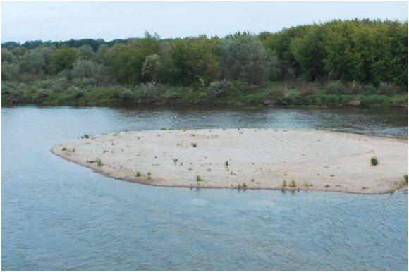 Nemune ties Vilkija supilta smėlio sala