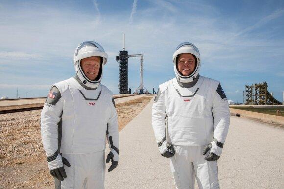 """""""SpaceX"""" ruošiasi istoriniam skrydžiui"""