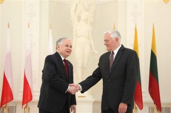 Lechas Kaczynskis, Valdas Adamkus