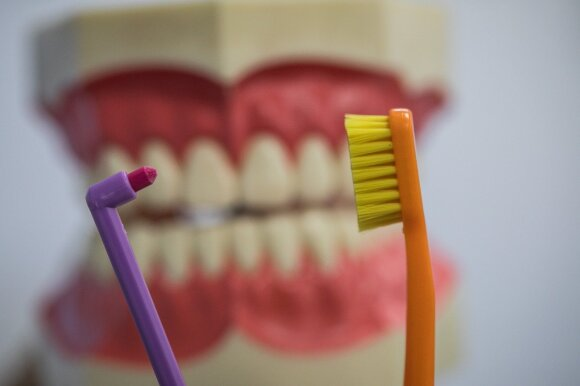 Gydytoja: tinkamai dantų higienai pasta ir skalavimo skystis nėra būtini