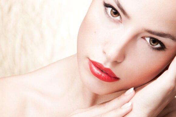 Lūpų dažymo klaidos, galinčios pasendinti dešimčia metų