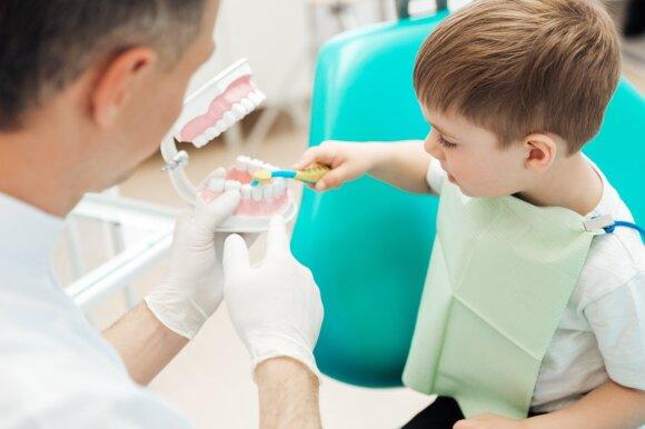 Vaikas pas dantų gydytoją