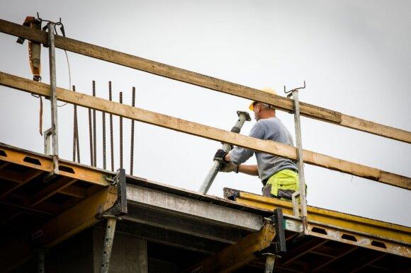 Klaipėdiečiai pusę metų nesulaukia algų: prieš darbdavį bejėgiai net antstoliai