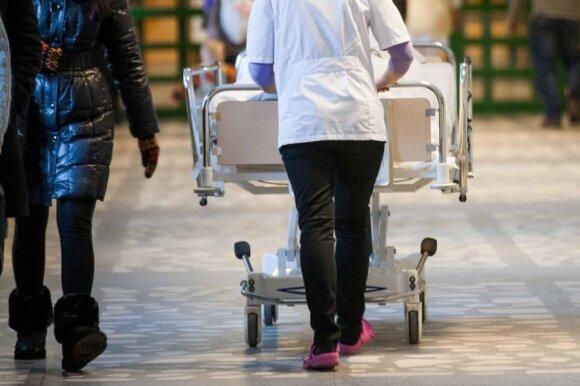 Naujas Verygos įsakymas dėl slaugos išgąsdino medikus: tie žmonės neturi kur eiti