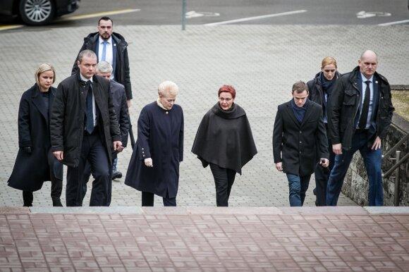Dalia Grybauskaitė su komanda