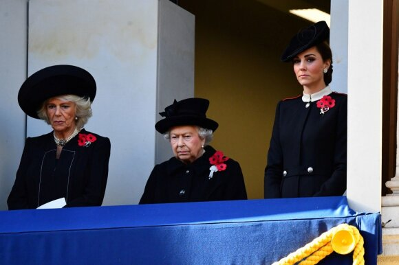 Camilla Parker Bowles, Elžbieta II, Kate Middleton