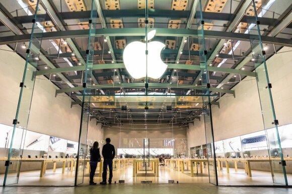"""""""Apple"""" kirto telefonų surinkėjui dėl galimo darbuotojų išnaudojimo"""