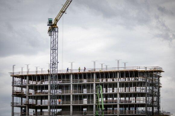 Statybų verslas tarsi spąstuose: darbų sumažėjo, o jei ir atsiranda – trūksta darbuotojų