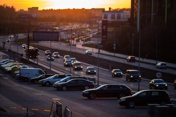 Susirūpino: karantino metu sumažėjus automobilių skaičiui padaugėjo pažeidimų