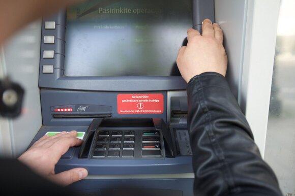 Dėl sugedusio bankomato – kliento vargai: bankas pinigų negrąžino, o pasiūlė susirasti vagį