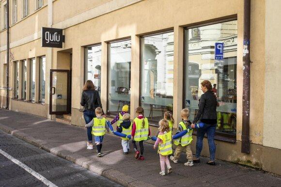 Garsi Vilniaus kavinė virto kovos arena: dingusios deklaracijos, žinomos pavardės ir siekiai užvaldyti