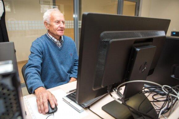 Ponas Petras ieško informacijos internete
