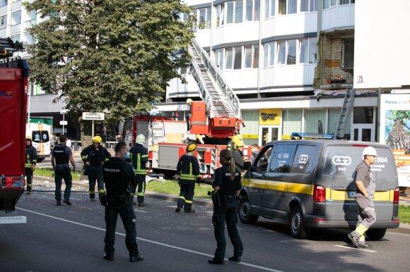 Vilniuje įvyko sprogimas: nukentėjo bute buvęs žmogus, šukės sužalojo lauke ėjusius vaikus