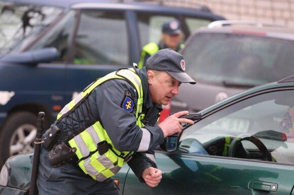 """""""Žaliųjų žmogeliukų"""" užklupti pareigūnai darė klaidą po klaidos"""