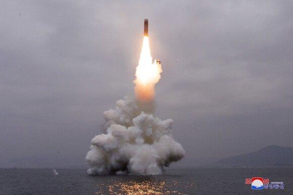 Šiaurės Korėjos povandeninis laivas paleidžia balistinę raketą