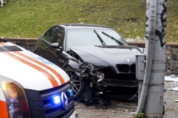 BMW ir vairuotojas: amžinasis klausimas arba kas ką valdo
