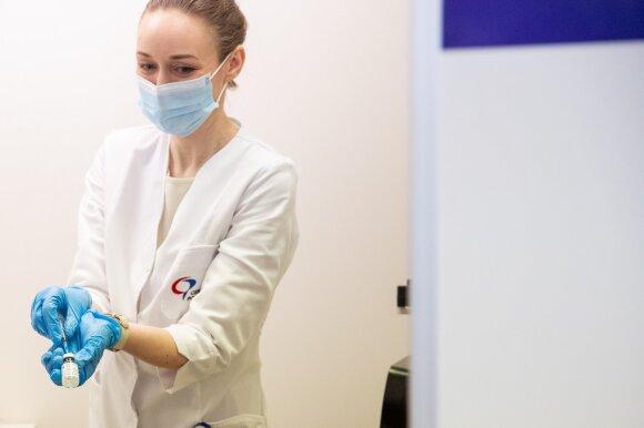 Senjorai viešai išsakė savo baimes dėl vakcinos: bijo nepasirūpinti savimi