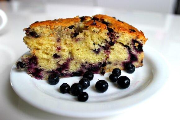 Kepėme 2 mėlynių pyragus: rinkitės, kuris jums skanesnis